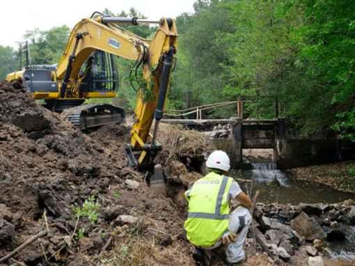 Sobebo travaille à la restauration du cours d'eau de la Vallée de la Saye